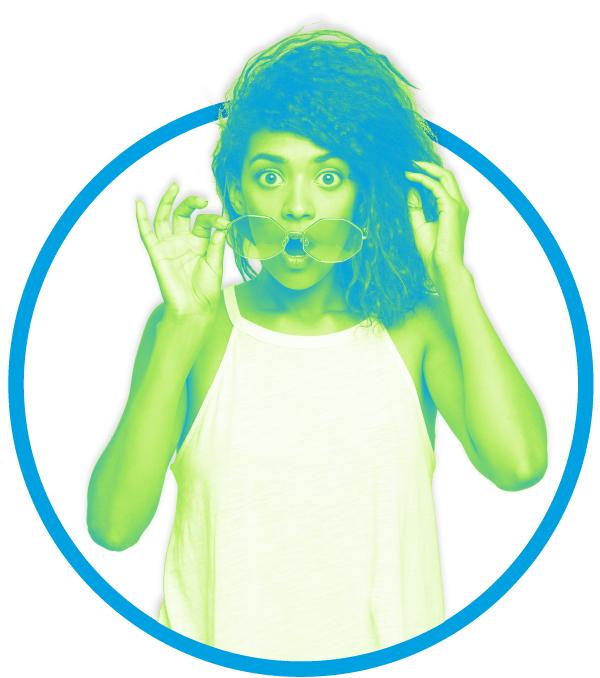 Chica con car de sorpresa con los colores de Mood 359